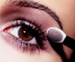 Những lỗi dùng phấn mắt chị em nên tránh