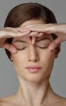 Trẻ hóa da mặt cấp tốc với 10 bài tập massage đơn giản