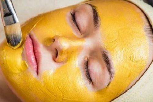 Đắp mặt nạ bột nghệ kết hợp lòng đỏ trắng gà và nước chanh đem đến làn da sáng mịn