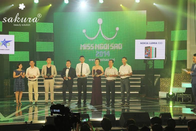 Mỹ phẩm Sakura nhận kỷ niệm chương từ cuộc thi Miss Ngôi Sao 2014