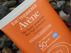 Kem chống nắng cho da nhạy cảm Avene có tốt không?