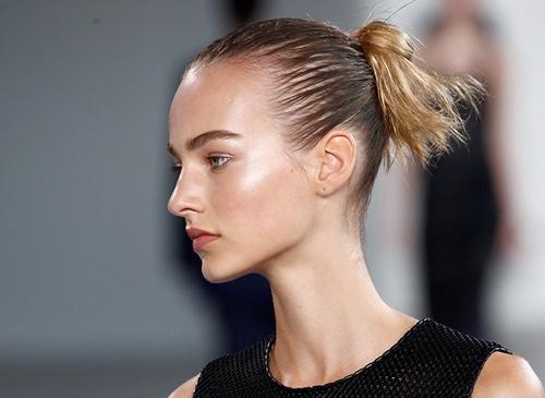 Những kiểu tóc thời trang cứu rỗi bạn