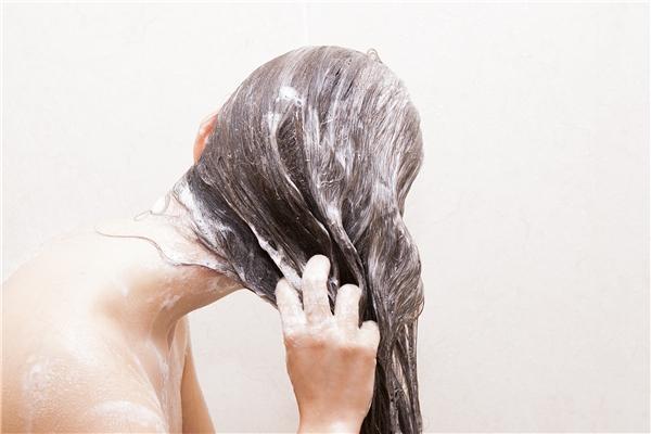 Bí quyết cho mái tóc bạn bồng bềnh và bóng mượt hơn nhờ hành tím