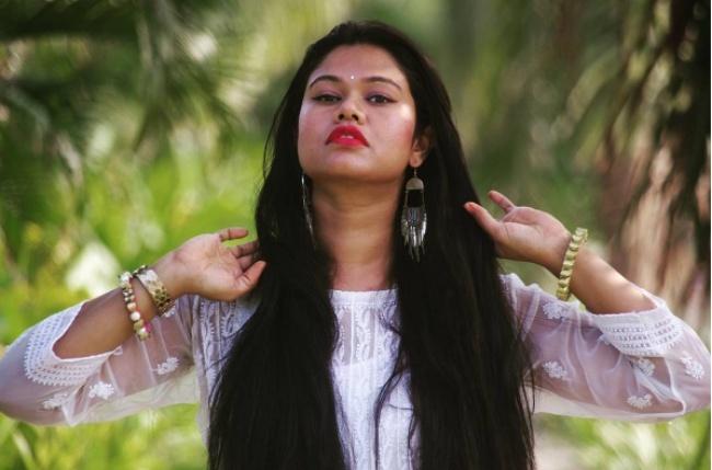 Học cách kích thích tóc mọc nhanh của phụ nữ Ấn Độ