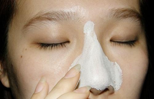 Vắt nước cốt chanh vào lòng trắng trứng bôi lên mũi, mụn đầu đen cũng trị sạch không cần nặn đau đớn