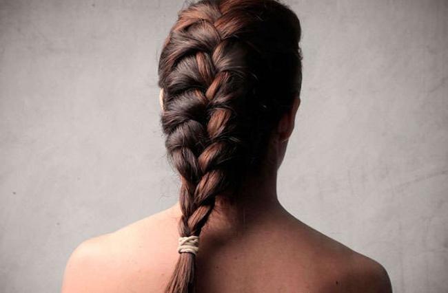 Mẹo giúp tóc vào nếp óng ả khi ngủ dậy