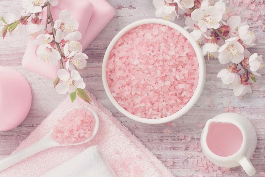 """Tinh chất hoa anh đào – """"Thần dược"""" cho làn da rạng ngời, sạch nám"""