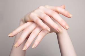 Bí quyết giúp trẻ hóa đôi tay và dưỡng móng khỏe đẹp cho bạn gái