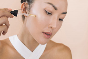5 Lời khuyên tuyệt vời từ bác sĩ dành cho các nàng hay bị mụn làm sao để tránh thâm, sẹo