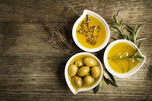 14 Cách làm đẹp từ đầu tới chân với dầu oliu cho bạn nữ xinh tươi đón Tết