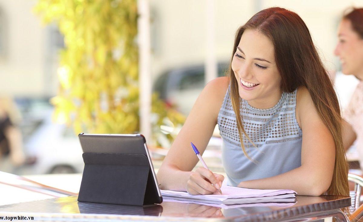 Tuyệt chiêu giúp chị em văn phòng có được làn da căng mịn dù ngồi nhiều trước máy tính