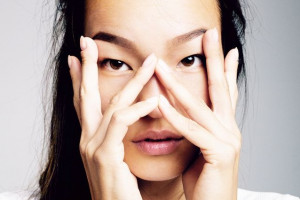 Thách thức không cần kem che khuyết điểm vùng mắt