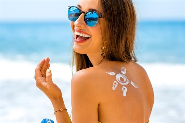 Đừng mải chăm da mặt mà bỏ bê body, nhất là khi sử dụng kem chống nắng body